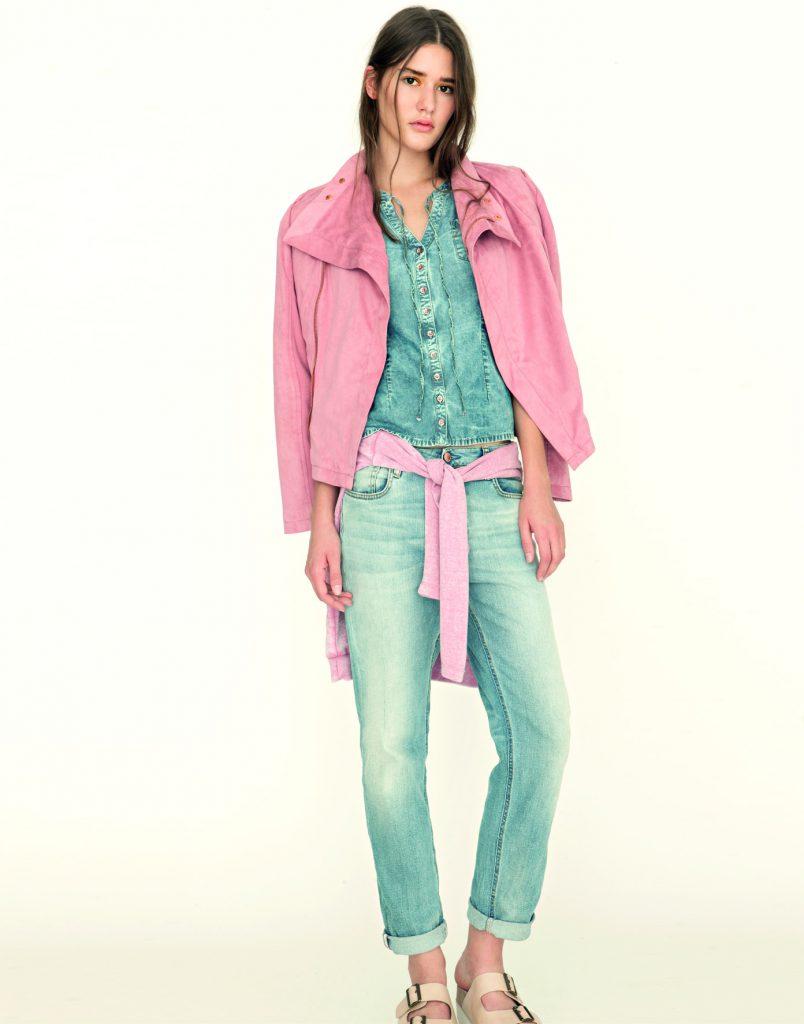 Bundička Minnye 4490 Kč, mikina Dazea Heron 2150 Kč, jeansová košile S/S Lizzy J 2790 Kč