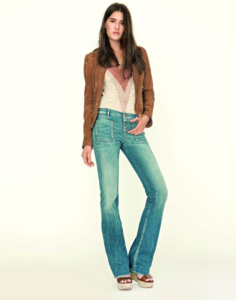 Semišová bundička Giorgy 8990 Kč, rozšířené jeansy New Hazeling 3590 Kč